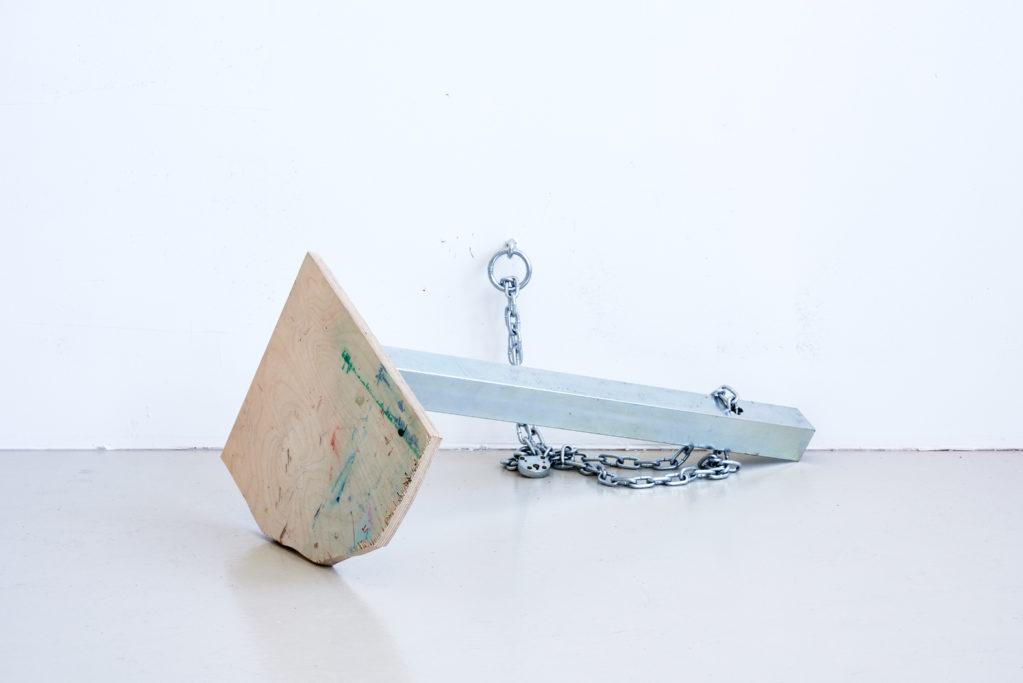 T-18.2 (gesichert) 2018 • table corner, chain, lock, ring bolt, 75 x 80 x 32 cm