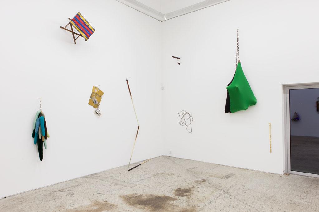 Exhibition view • Martín Mele «clair de lune, oder wie der fuchs seine flöhe los wird», 2014