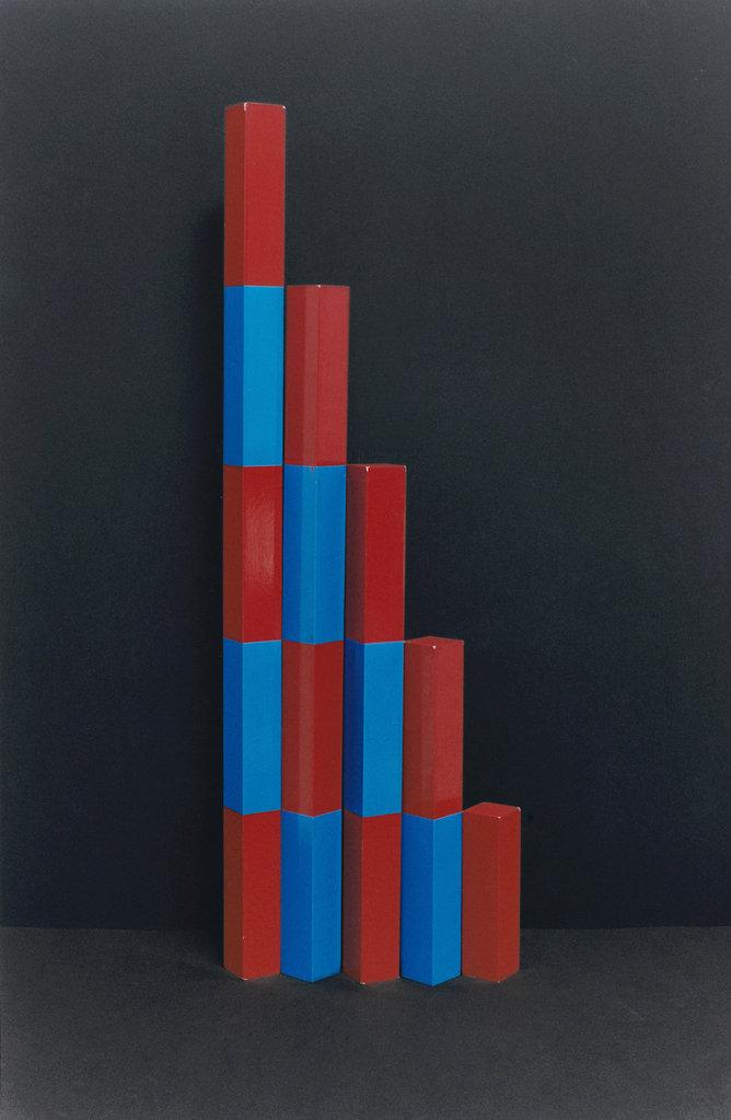 Lena Amuat & Zoë Meyer, Stäbe (Montessori), 2014 • inkjet print, 151 × 102 cm