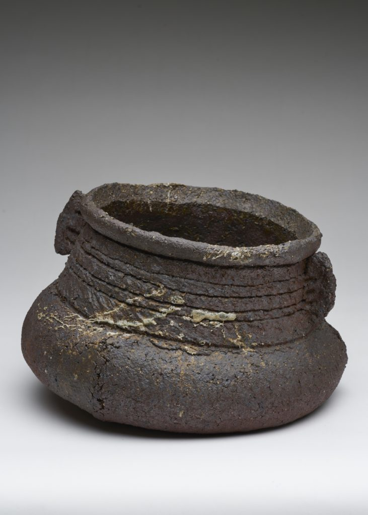 Ohne Titel • stoneware, hand building, burned in a wood-fired oven, 22 x 36 x 34 cm